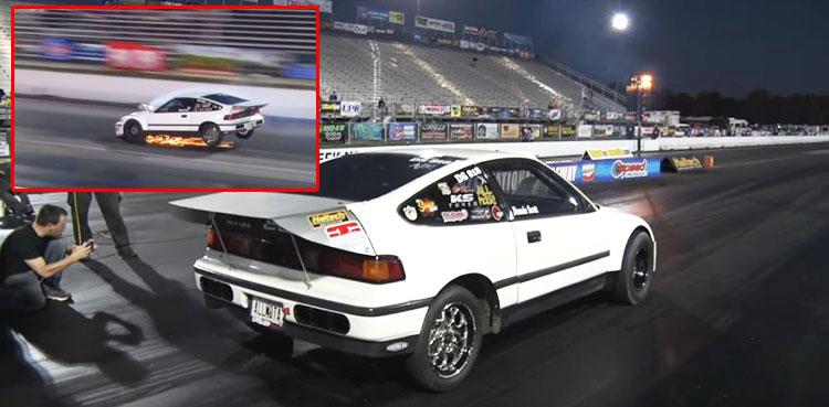 [วิดีโอ] HONDA CRX สายทางตรง พลาดท่าเข้าเกียร์ 1 ขณะที่วิ่งด้วยความเร็วสูง